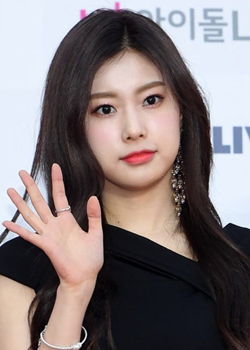 Kang Hye Won (IZ*ONE) (1999)